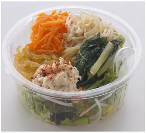 〈RF1〉辛さ際立つ 蒸し鶏と麻辣麺のサラダ540円