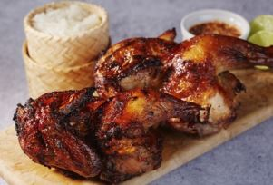 タイ・イサーン地方の郷土料理「ガイ ヤーン」(鶏のBBQグリル)