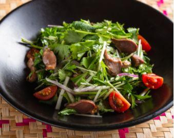 砂肝とパクチーのサラダ